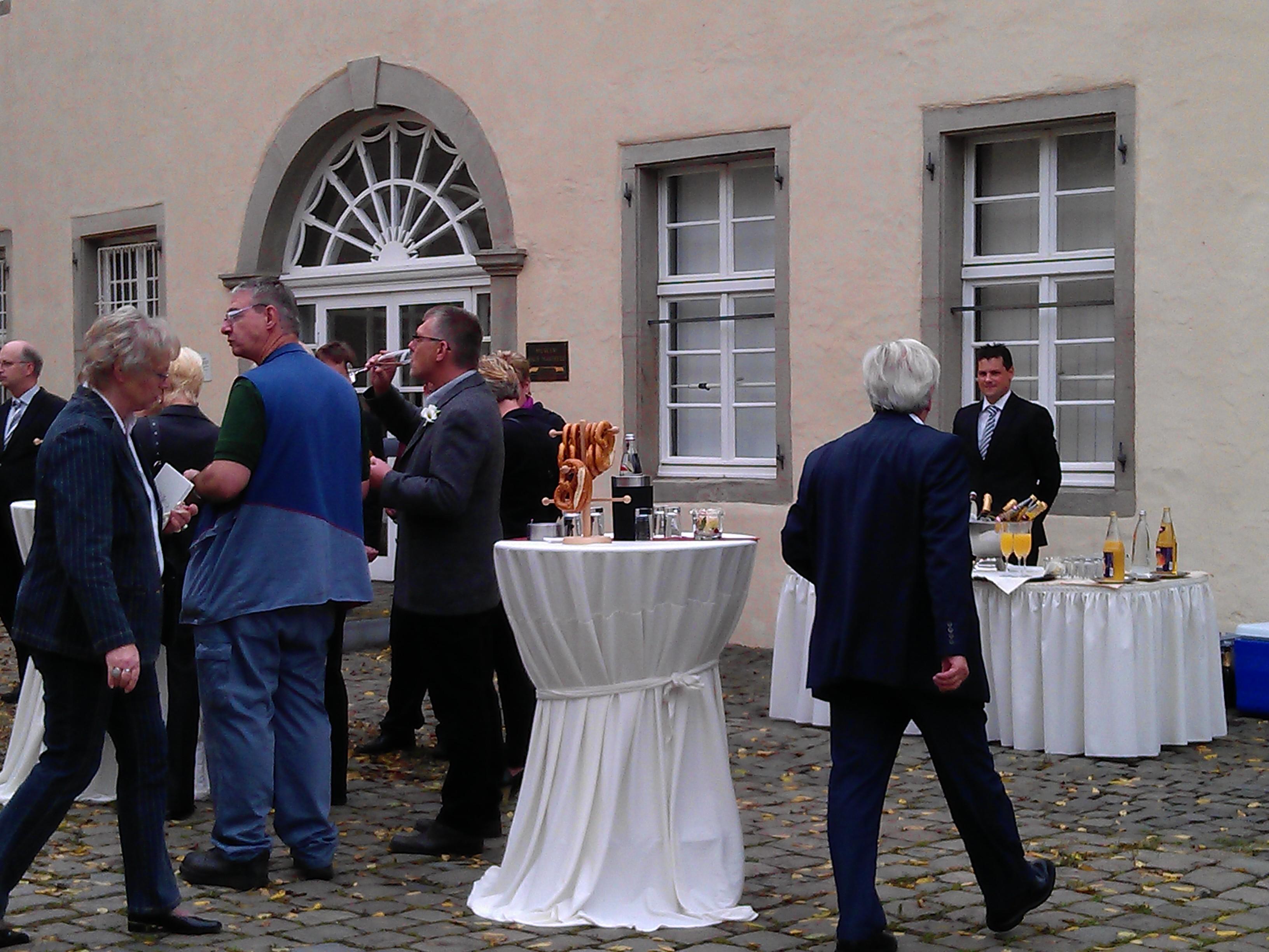 Sektempfang Schloss Martfeld Schwelm -3 | ©ihrehochzeitstauben