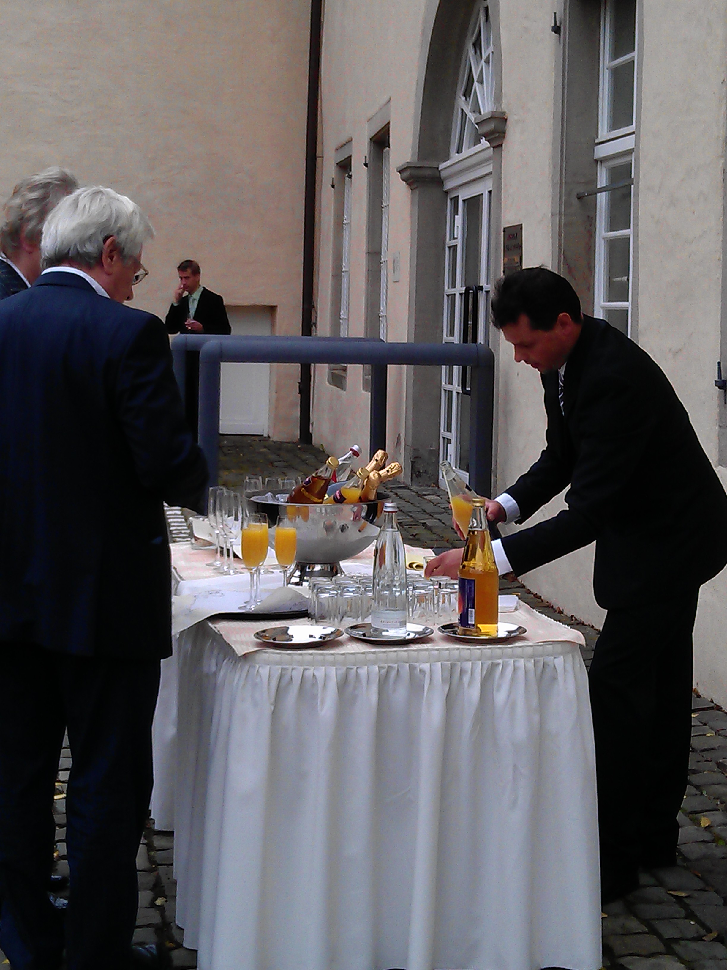 Sektempfang Schloss Martfeld Schwelm -4 | ©ihrehochzeitstauben
