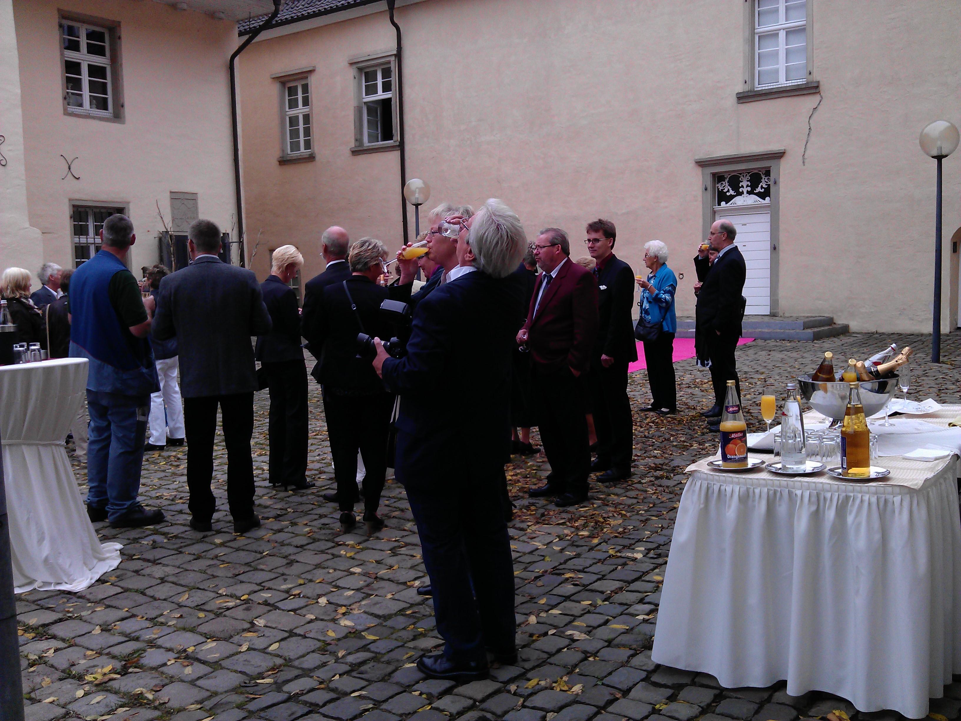 Sektempfang Schloss Martfeld Schwelm -5 | ©ihrehochzeitstauben