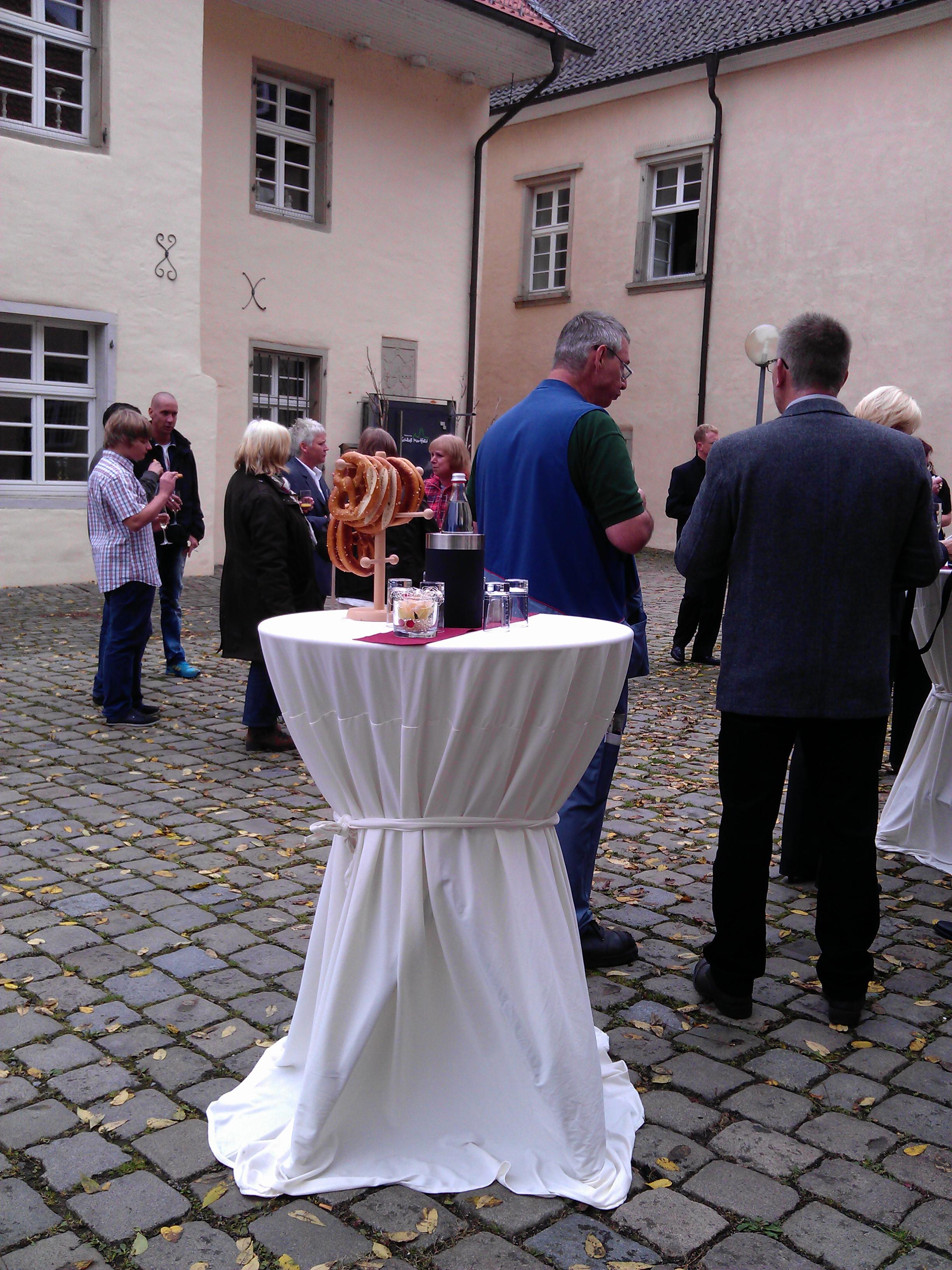 Sektempfang Schloss Martfeld Schwelm -6 | ©ihrehochzeitstauben