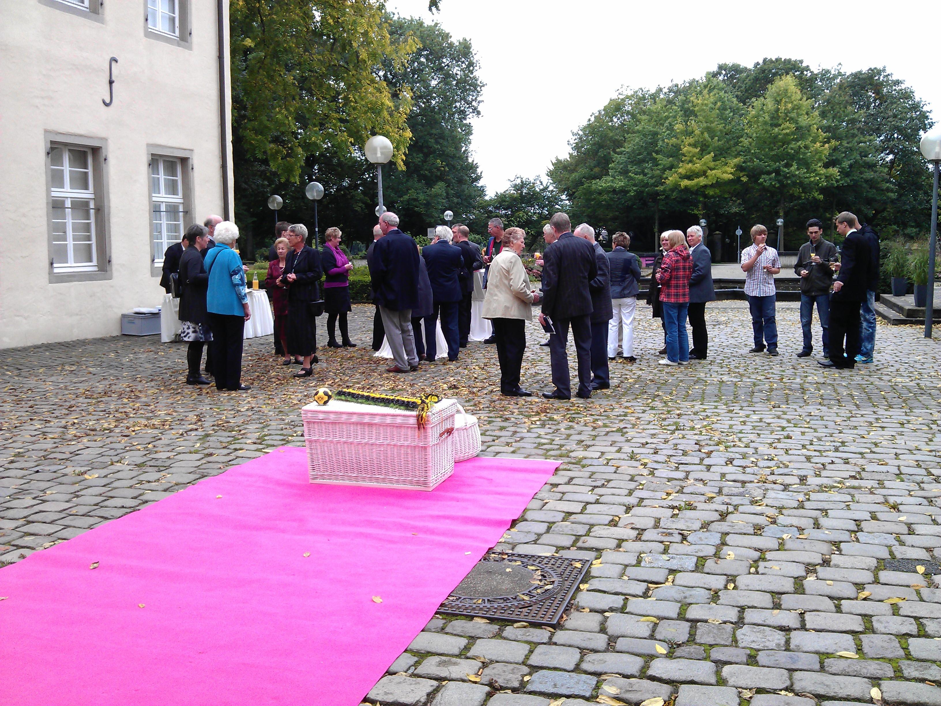 Sektempfang Schloss Martfeld Schwelm -9 | ©ihrehochzeitstauben